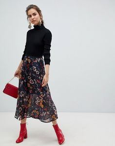 Young floral midi skirt at ASOS. Get the latest trends with ASOS now. Floral Skirt Outfits, Casual Skirt Outfits, Fall Outfits, Work Outfits, Black Floral Skirt, Men's Outfits, Work Fashion, Fashion Clothes, Fashion Outfits