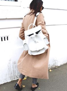 backpacking. London. #cocobeautea white Backpack + camel trench    |    Styletorch.com