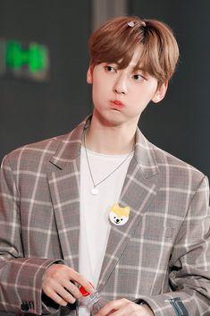 Let's Talk About Love, Nu Est Minhyun, Im Weak, Cute Korean Boys, Drama Korea, Flower Boys, Pledis Entertainment, Jonghyun, Jinyoung
