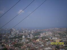 """Vista de la ciudad desde la colina donde se encuentra la Iglesia """"de la Popa""""."""