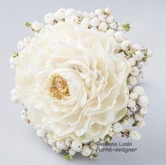 Glamelia - composite wedding bouquet - rosamelia from Svetlana Lunin Single Flower Bouquet, Hand Bouquet, Simple Wedding Bouquets, Wedding Colors, Wedding Flower Inspiration, Whimsical Wedding, Arte Floral, Flower Market, Flower Show