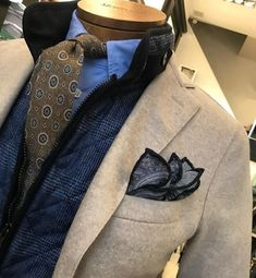 """montulet: """" Jacket and Pochette, Body, Shirt, Cravate! Best Mens Fashion, Suit Fashion, Style Anglais, Style Masculin, Gentleman Style, Dapper Gentleman, Men Formal, Suit And Tie, Quilted Jacket"""