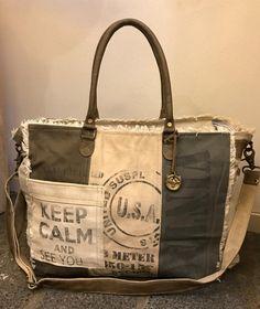 b9921fec2df Canvas weekendtas / Shopper met schouderband De tas heeft aan de voorzijde  een vintage tekst met