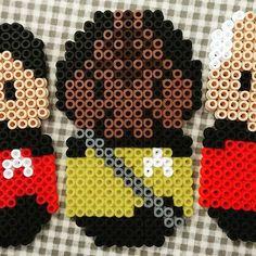 Pärlplatte-Star Trek, W (igen): Worf, Moghs son, av huset Martok, den mest berömda klingonen i Trek-universumet. Mästare på bat'leth, gillar att sjunga klingonsk opera, äta gagh till frukost, dricka katrinplommonjuice i baren men avskyr romulansk öl. Star Trek: The Next Generation (1987-1994), Star Trek: Deep Space Nine (1994-1999) och fyra långfilmer (1994-2002).