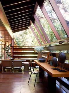 The Schaffer House, Los Angeles, designed by architect John Lautner, decorated by Commune. John Lautner, Architecture Design, Drawing Architecture, Architecture Panel, Architecture Portfolio, Classical Architecture, Ancient Architecture, Sustainable Architecture, Landscape Architecture
