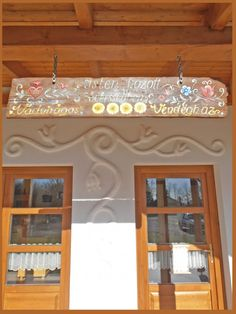 Díszítés mészhabarccsal Valance Curtains, Chandelier, Farmhouse, Ceiling Lights, Interiors, Rustic, Lighting, Lady, Home Decor