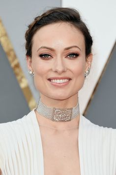 "Pin for Later: ""Diamonds are a girl's best friend,"" ganz besonders bei den Oscars Olivia Wilde"