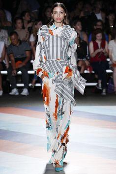 Christian Siriano Spring 2017 Ready-to-Wear Fashion Show Collection Fashion 2017, Spring Fashion, Fashion Show, Ny Fashion, Fashion Weeks, Christian Siriano, Hot Outfits, White Fashion, Stripes Fashion