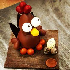 Modern kipje @Chocolade-Atelier Vyverman Chocolate Showpiece, Chocolate Art, Homemade Chocolate, Easter 2018, Dessert Recipes, Desserts, Sculpture Art, Art Pieces, Artisan