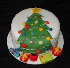 Christmas Tree Cake by Creative Cakes by Clare, via Flickr Christmas Cake Designs, Christmas Tree Cake, Christmas Cake Decorations, Christmas Cupcakes, Christmas Sweets, Holiday Cakes, Christmas Cooking, Noel Christmas, Xmas Cakes