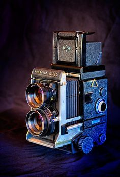 Vintage Cameras Mamiya I want this toy! Dslr Camera Bag, Camera Gear, Dslr Cameras, Camera Hacks, Antique Cameras, Vintage Cameras, Dslr Photography Tips, Film Photography, Gear Best