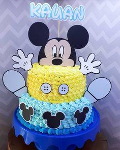 Bolo Mickey E Minnie, Baby Mickey Mouse Cake, Festa Mickey Baby, Mickey Birthday Cakes, Mickey 1st Birthdays, Mickey Cakes, Minnie Mouse, Disney Parties, Pastel Mickey