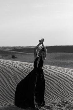 Inspiration for Kinsey V Photography | Fashion Photograper | www.kinseyvphotography.com | #fashionphotographer #fashion #fashionphotography Beach Editorial, Editorial Photography, Editorial Fashion, Photography Ideas, Desert Photography, Portrait Photography, Beach Fashion Photography, Foto Dubai, Shotting Photo