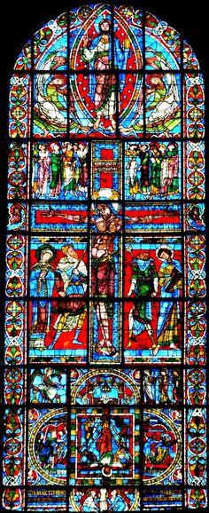 VITRAUX ROMANS :Il nous faut aussi mentionner La Crucifixion de la cathédrale Saint-Pierre de Poitiers qui est à ce jour l'un des plus grands vitraux romans dont nous disposons en France et sans doute aussi l'un des plus beaux.
