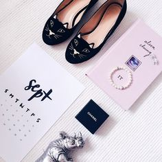 Flatlay Photo Styling - pink and black styled photo