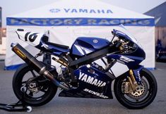 Yamaha YZF-R7 - 2002 AMA Superbike Championship. Would love to try that on the track.