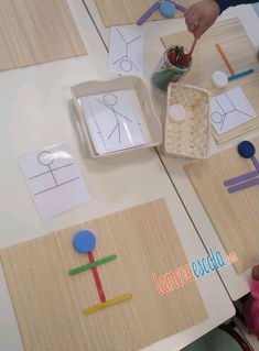 Activities for kids Montessori Classroom, Montessori Toddler, Montessori Activities, Preschool Learning, Infant Activities, Educational Activities, Classroom Activities, Preschool Activities, Teaching