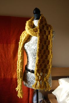 Honeycomb scarf (image only). Need to learn to make this. Looks simple, quick and delightful.