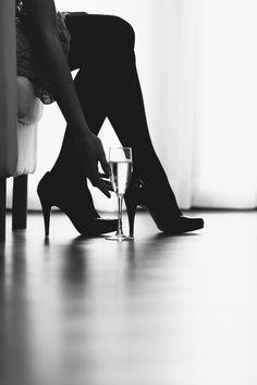 Shooting Sans Tabou #sanstabou #shooting #chaussure #elegant #noiretblanc #champagne #feminin #coquin #talon #eprod #photographie