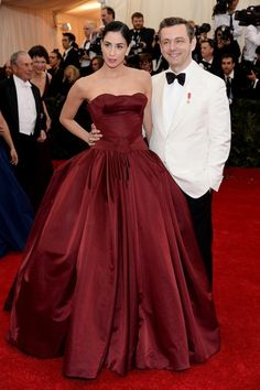 Sarah Silverman and Michael Sheen at the MET Gala 2014 - Zac Posen Hollywood Couples, Celebrity Couples, Celebrity Dresses, Celebrity Style, Michael Sheen, Red Carpet Looks, Celebs, Celebrities, Cute Couples