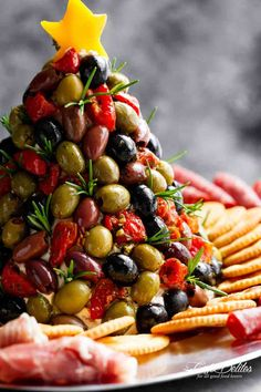 Antipasto Cheese Ball Christmas Tree is a showstopper! Move over antipasto platters…this Christmas tree is even better!Not only is this cheese ball full of sun dried tomatoes, red bell peppers, chives and seasonings on Christmas Cheese, Christmas Party Food, Xmas Food, Christmas Appetizers, Christmas Cooking, Christmas Tree, Christmas Nibbles, Christmas Apps, Vintage Christmas