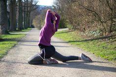 running stretches, dynamic stretches, stretch before run, running warm-up Pre Run Stretches, Stretches Before Running, Stretches For Runners, Best Stretches, You Fitness, Fitness Goals, Fitness Motivation, Running Warm Up, Cardio