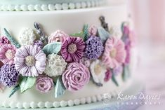 Buttercream Cake Designs, Buttercream Flower Cake, Flower Cupcakes, Fondant Flowers, Frosting, Pretty Cakes, Beautiful Cakes, Karen Davies Moulds, Wedding Cake Fresh Flowers