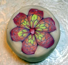 פורום אומנות בחימר פולימרי - מאמרים - פרח קשקשים - תפוז פורומים
