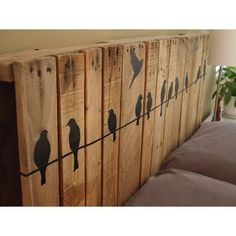Are you looking to create some spectacular wall art for your home decor? Try one of these DIY pallet wall art projects to add some rustic personal style. Arte Pallet, Diy Pallet Wall, Pallet Art, Pallet Ideas, Pallet Shelves, Pallet Cabinet, Art Mural Palette, Palette Diy, Diy Headboards