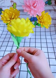 Cool Paper Craft Ideas Decorationn is part of Paper crafts Cool Paper Craft Ideas Creative ideas about paper crafts and fancy flowers - Cool Paper Crafts, Diy Crafts For Gifts, Diy Home Crafts, Diy Arts And Crafts, Creative Crafts, Diy Paper, Fun Crafts, Crafts For Kids, Origami Paper