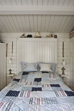 wise living: in style: charming scandinavian cottage Wood Wall Design, White Wash Walls, Estilo Navy, Scandinavian Cottage, Whitewash Wood, Coastal Bedrooms, Beach House Decor, Home Decor, Blue Bedding