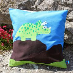 Kissen mit Applikation aus Stoffrest / Pillowcase with appliqué made from scraps of fabric / Upcycling