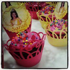 Wrapper para cupcake em forma de tiara de princesa. Temos também em outros modelos, cores e temas. Pedido mínimo de 20 unidades. R$ 1,00