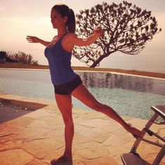 Brooke Burke-Charvet doing Pilates by the pool Fitness Diet, Fitness Motivation, Health Fitness, Brooke Burke, Diet Inspiration, Easy Weight Loss, Lose Weight, Cover Model, Gym Time