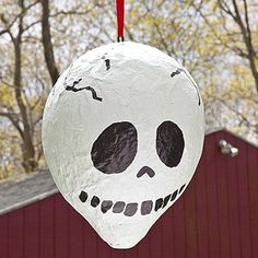 skull pinata a great halloween party idea! Easy Halloween Crafts, Halloween Projects, Holidays Halloween, Halloween Kids, Happy Halloween, Halloween Decorations, Halloween Stuff, Monster Pinata, Monster Party