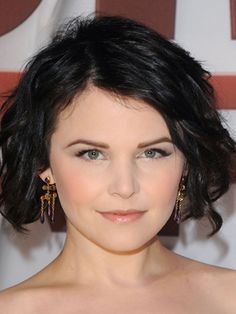20 Cute short hairstyles for round faces. Best short hairstyles for round faces. Hairstyles for short hair. Top short hairstyles for round faces. Bob Hairstyles For Round Face, Short Hair Styles For Round Faces, Cute Hairstyles For Short Hair, Curly Bob Hairstyles, Curly Hair Styles, Ginnifer Goodwin, Celebrity Short Hair, Celebrity Hairstyles, Cheveux Oranges