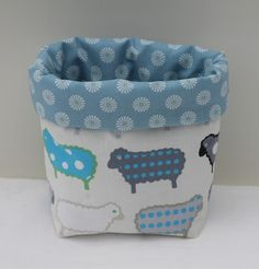 vide poche fait main en tissu motif petits moutons et petites fleurs @lamalleenosier