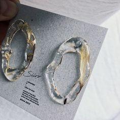 Resin Jewlery, Glass Jewelry, Jewelry Art, Jewelry Accessories, Jewelry Design, Kpop Earrings, Diy Earrings, Bridal Earrings, Fashion Earrings