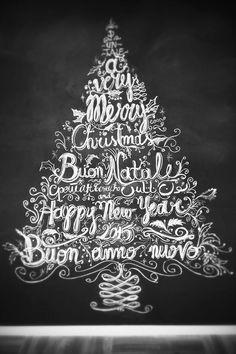 Christmas Tree: chalk drawing on blackboard Albero di Natale: disegno con gesso su lavagna