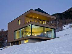 Un chalet de bois contemporain, passif, écologique et largement ouvert sur la nature. Le rêve des époux Berchtold est devenu réalité, grâce à l'architecte Matthias Werlen. L'habitation, ... #maisonAPart