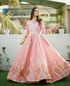 Party Wear Indian Dresses, Indian Fashion Dresses, Pakistani Dresses, Event Dresses, Formal Dresses, Stylish Dress Designs, Stylish Dresses, Dresses For Work, Mehndi Dress For Bride