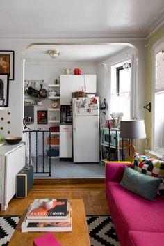 A Tiny Studio Apartment Is a Jewel Box New York Studio Apartment Tour: Ein kleines, farbenfrohes Zuhause Studio Apartments, New York Studio Apartment, New York Apartments, Studio Apartment Kitchen, Modern Apartments, Studio Kitchen, Room Kitchen, Kitchen Decor, Apartment Therapy