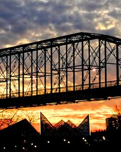 Chattanooga Tennessee Aquarium and Walnut Street Bridge at Sunset Tennessee Travel Honeymoon Backpack Backpacking Vacation Tennessee Waltz, Tennessee Usa, Chattanooga Tennessee, Tennessee Vacation, Chattanooga Aquarium, Outdoor Magazine, Travel Usa, Vacation Travel, Cades Cove