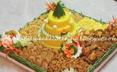 Nasi Tumpeng Food Art, A Food, Food And Drink, Yellow Rice, Indonesian Food, Outdoor Parties, Cute Food, Bento, Allrecipes