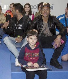 """manu ❤❤ NJR... ✌ on Instagram: """"Neymar na visita a um hospital infantil hoje em Barcelona !! ❤"""""""