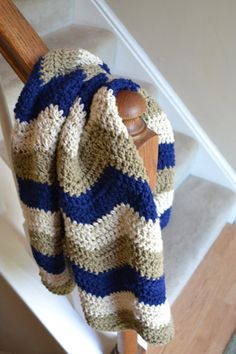 Chevron Crochet Baby Blanket, Navy, Beige, and Taupe I like the colors Crochet Square Blanket, Crochet Ripple, Baby Afghan Crochet, Manta Crochet, Crochet Stitches, Crochet Patterns, Crochet Blankets, Baby Blankets, Chevron Crochet
