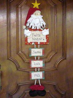 Papai Noel de Porta - Would be easy to make your own family Papa Noel Christmas Crafts To Make, Felt Christmas, Christmas Holidays, Merry Christmas, Christmas Ornaments, Christmas Door Decorations, Holiday Decor, Felt Crafts, Holidays And Events