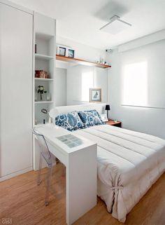 Um quarto de casal planejado é capaz de deixar tudo bem organizado e com um aspecto limpo e clean além da facilidade de ter tudo o que precisa por perto e guardado de maneira correta. Para ter um b…