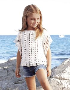 Sweater pattern by Fil Katia T-shirt Au Crochet, Crochet Toddler, Crochet Shirt, Crochet Girls, Crochet Crop Top, Crochet For Kids, Crochet Baby, Crochet Fashion, Crochet Clothes