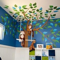 A árvore é a estrela do quarto.